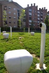 <h5>Edoardo Cinalli - Quando il suono vince sul significato</h5><p>Installazione, giardini ex Ceat, Torino, 2013</p>